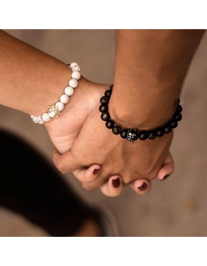 Koronás fekete&fehér szerelmi karkötőpár