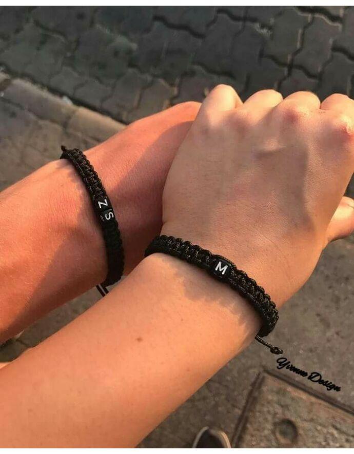 Fekete zsinóros betűs pároskarkötő_1 Yvonne Design | Páros karkötő | Pároskarkötő szerelmi közös páros karkötő