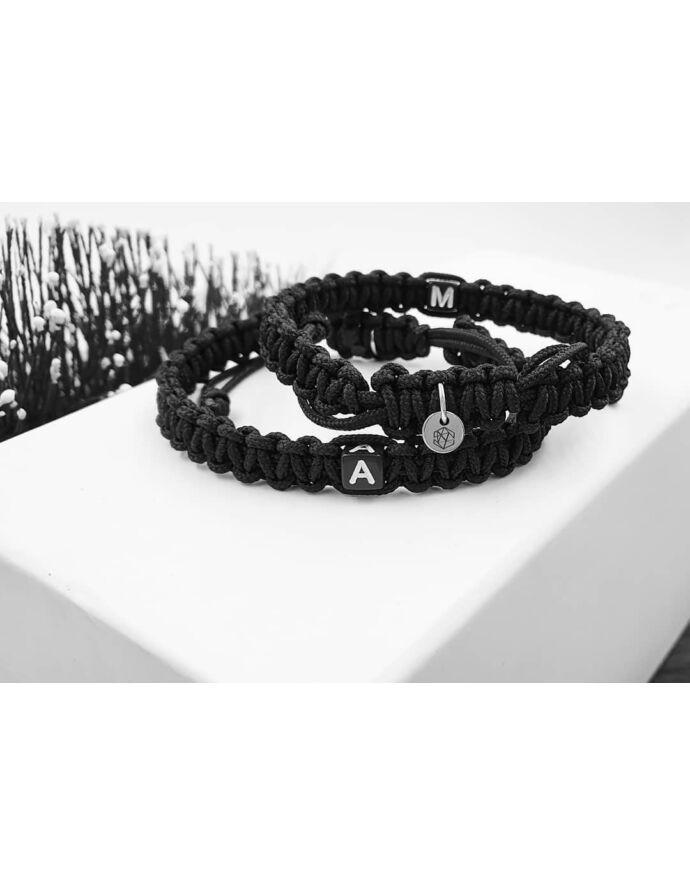Fekete zsinóros betűs pároskarkötő Yvonne Design | Páros karkötő | Pároskarkötő szerelmi közös páros karkötő