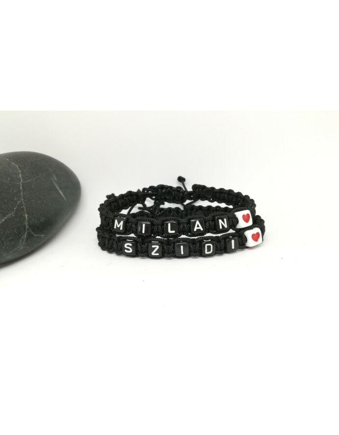 Fekete betűs névvel ellátott karkötőpár szívecskével