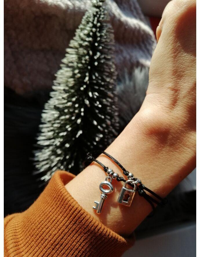 Selyem fonalas lakat-kulcs medálos karkötőpár szerelem, zsinór karkötő, lakat, kulcs, lakat-kulcs karkötő