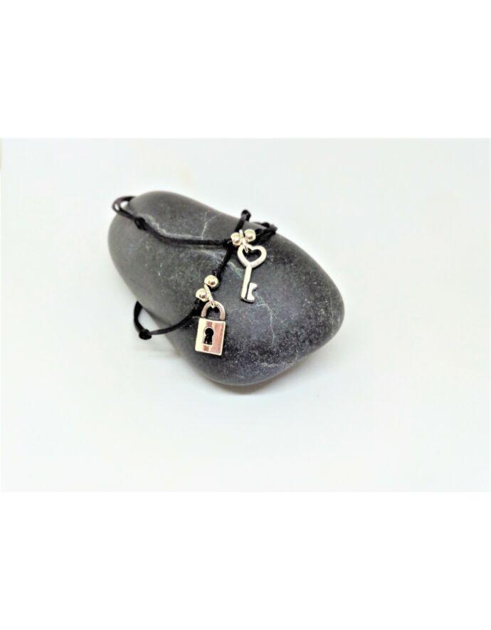 Selyem fonalas lakat-kulcs medálos karkötőpár_1 szerelem, zsinór karkötő, lakat, kulcs, lakat-kulcs karkötő