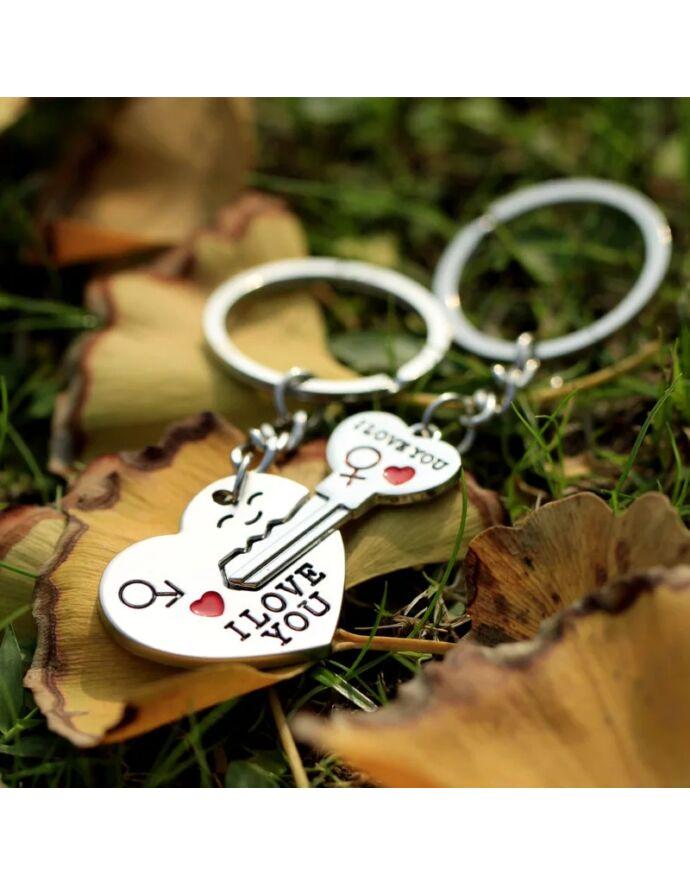 Pároskulcstartó szív alakú lakat-kulcs páros fityegővel