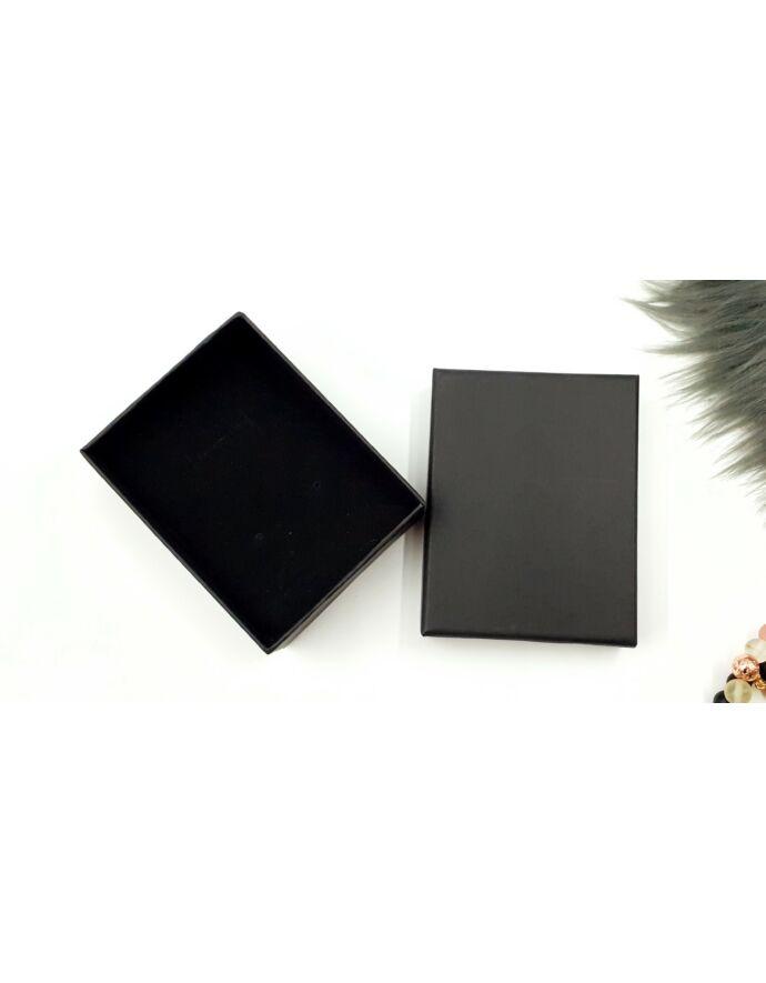 Fekete ajándékdoboz plüss párnával ajándék csomagolás plüss párna ajándék ajándék ötlet díszcsomagolás ékszer csomagolás