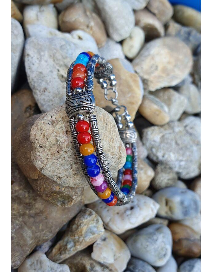 Merev drót karkötő színes gyöngyökkel és toll medállalalacska medállal